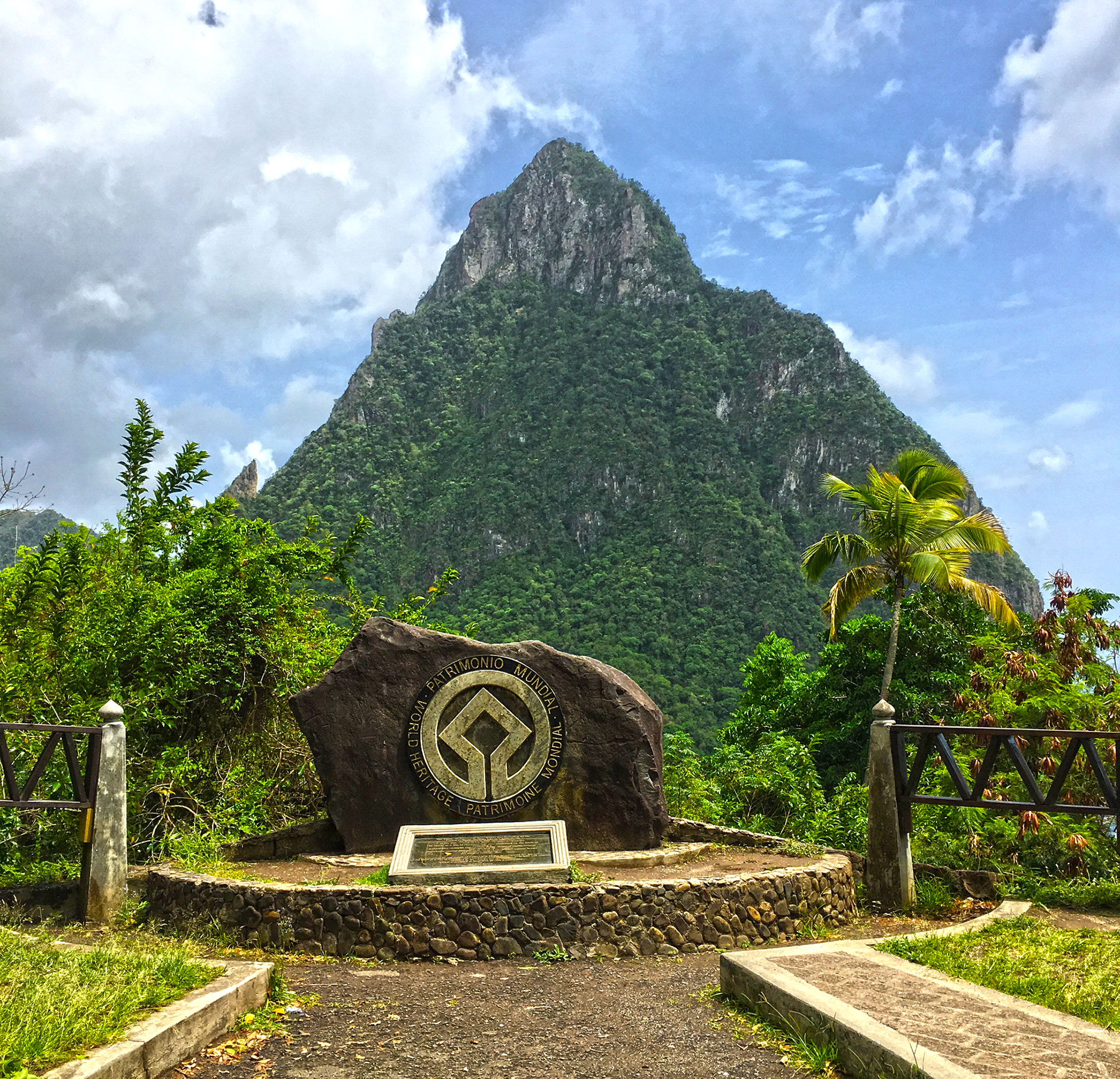 pitons st lucia icon