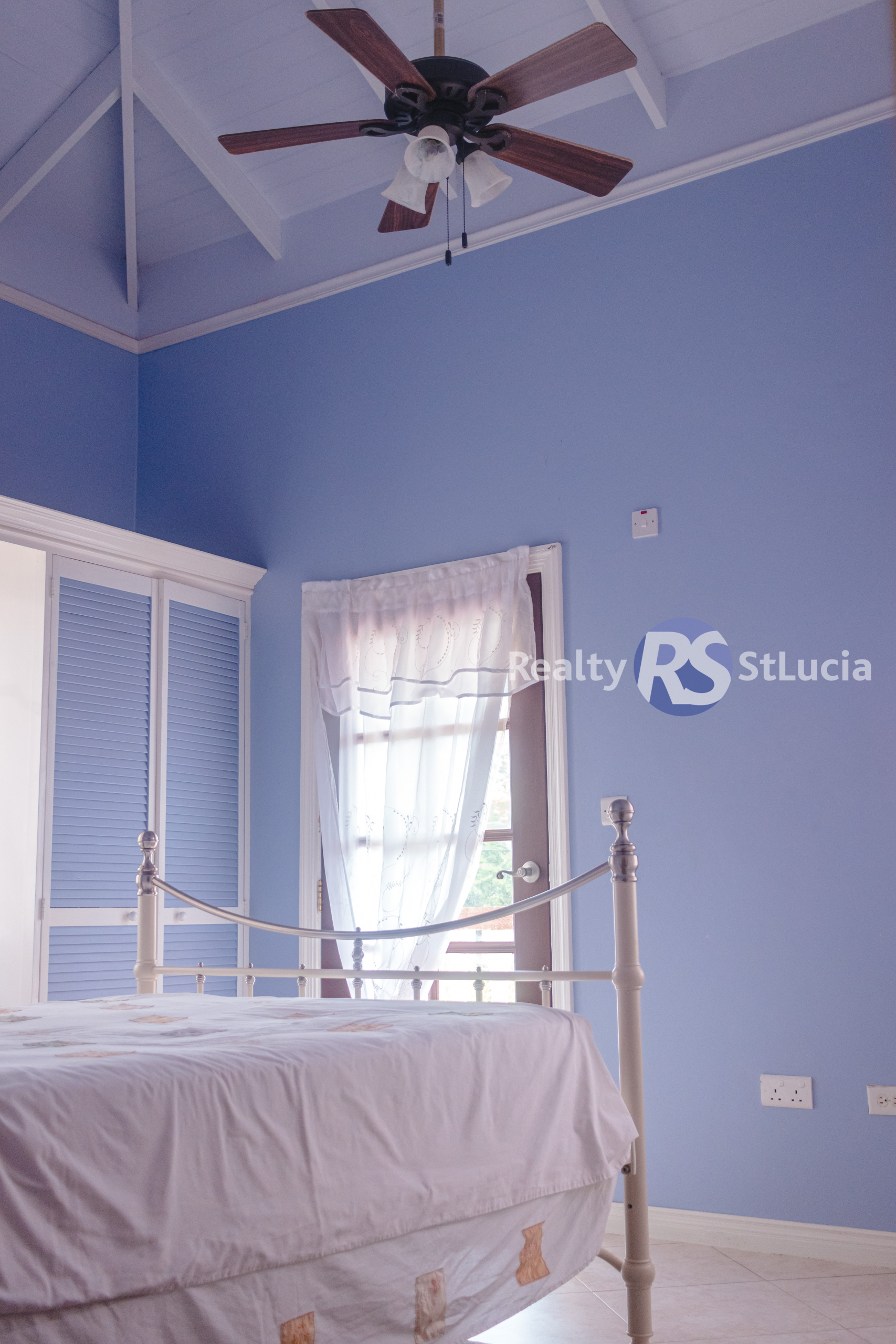 Houses For Sale In Saint. Lucia bed blue